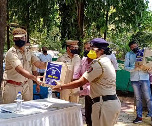Navi Mumbai Police Food Distribution during covid19 pandemic